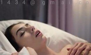 Vídeo de sexo Levando a piroca do namorado na cama