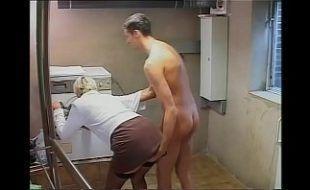 Vídeo Porno de filhos comendo cu da mãe